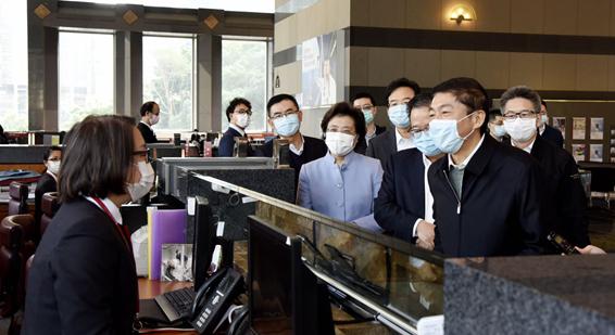 骆惠宁走访在港中资企业 强调充分发挥积极作用